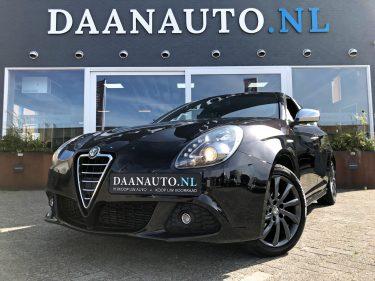 Alfa Romeo Guilietta kopen Heemskerk Amsterdam occasion zwart 5 deurs sportieve luxe 1.4 T Distinctive Daanauto