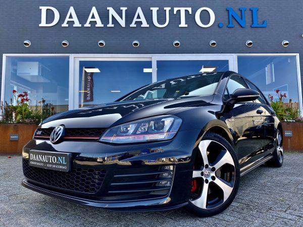 Volkswagen Golf 2.0 TSI GTI Performance zwart donkerblauw 5 deurs te koop kopen panoramadak heemskerk beverwijk Amsterdam